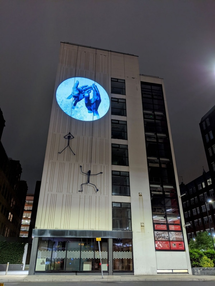 J'applaudis pour projection à Manchester