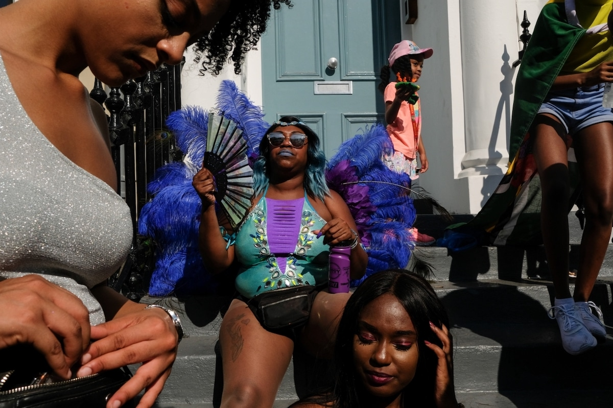 Photo candide de fêtards au London's Notting Hill Carinival