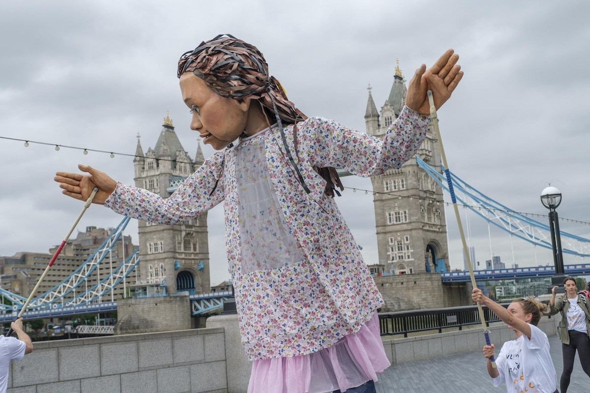 Little Amal par London Bridge