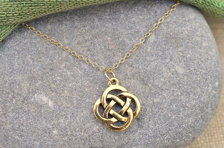 Collier Dara Knot Infinity Knot